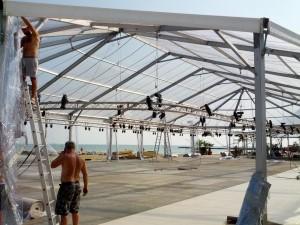 151006 nach Italien 034 komprimiert Aufbau Festzelt